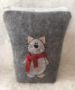 Tasche mit aufgestickter Katze